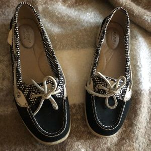 Size 8 black sperry top sider